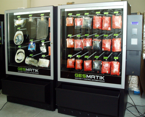 Distributore automatico di elmetti, schermi di saldatura e abbigliamento da lavoro